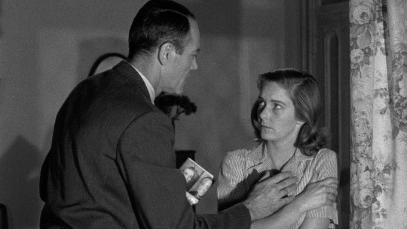 Henry Fonda hundido ante la evasión mental de  Vera Miles en 'Falso culpable'.